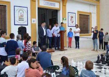 Tablero gigante de ajedrez en la Roda de Andalucía.